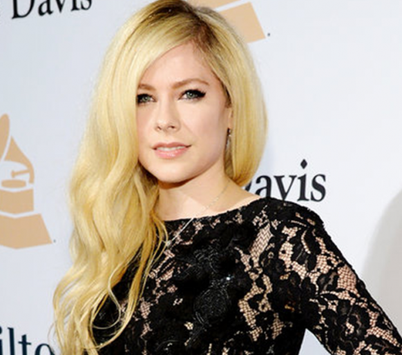 Avril Lavigne anuncia novo álbum após 5 anos