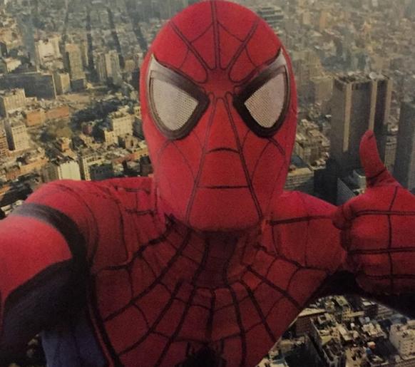 Homem-aranha brasileiro foge da aula para salvar o mundo