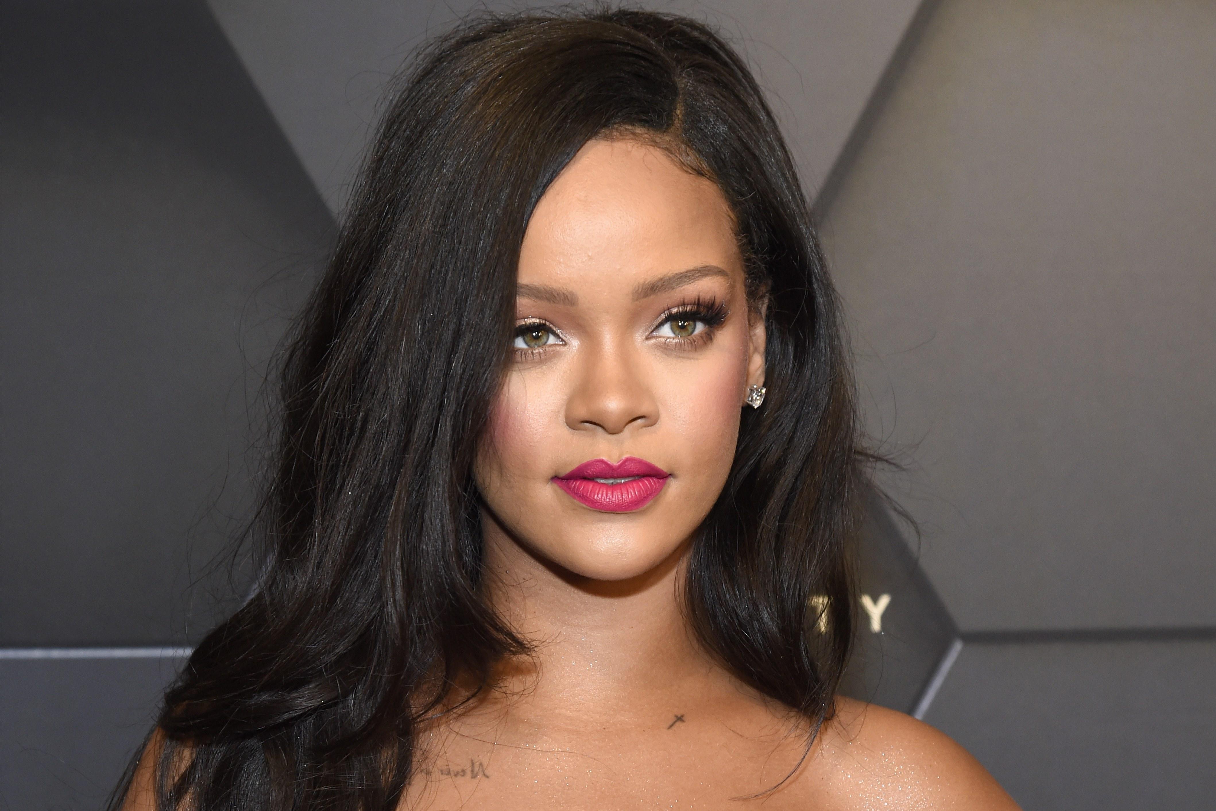 Rihanna: Fenty Beauty x Umbrella x Feminismo - Mix Poa